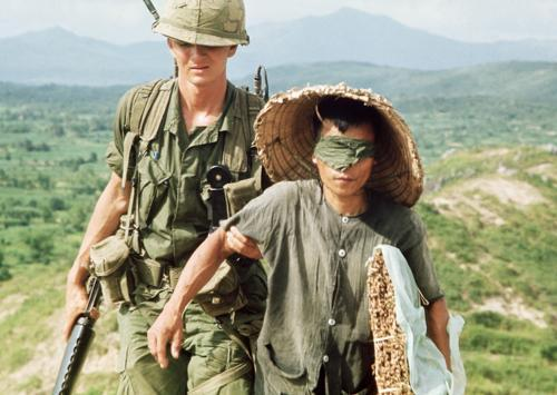 """American soldier with a Vietnamese prisoner"""